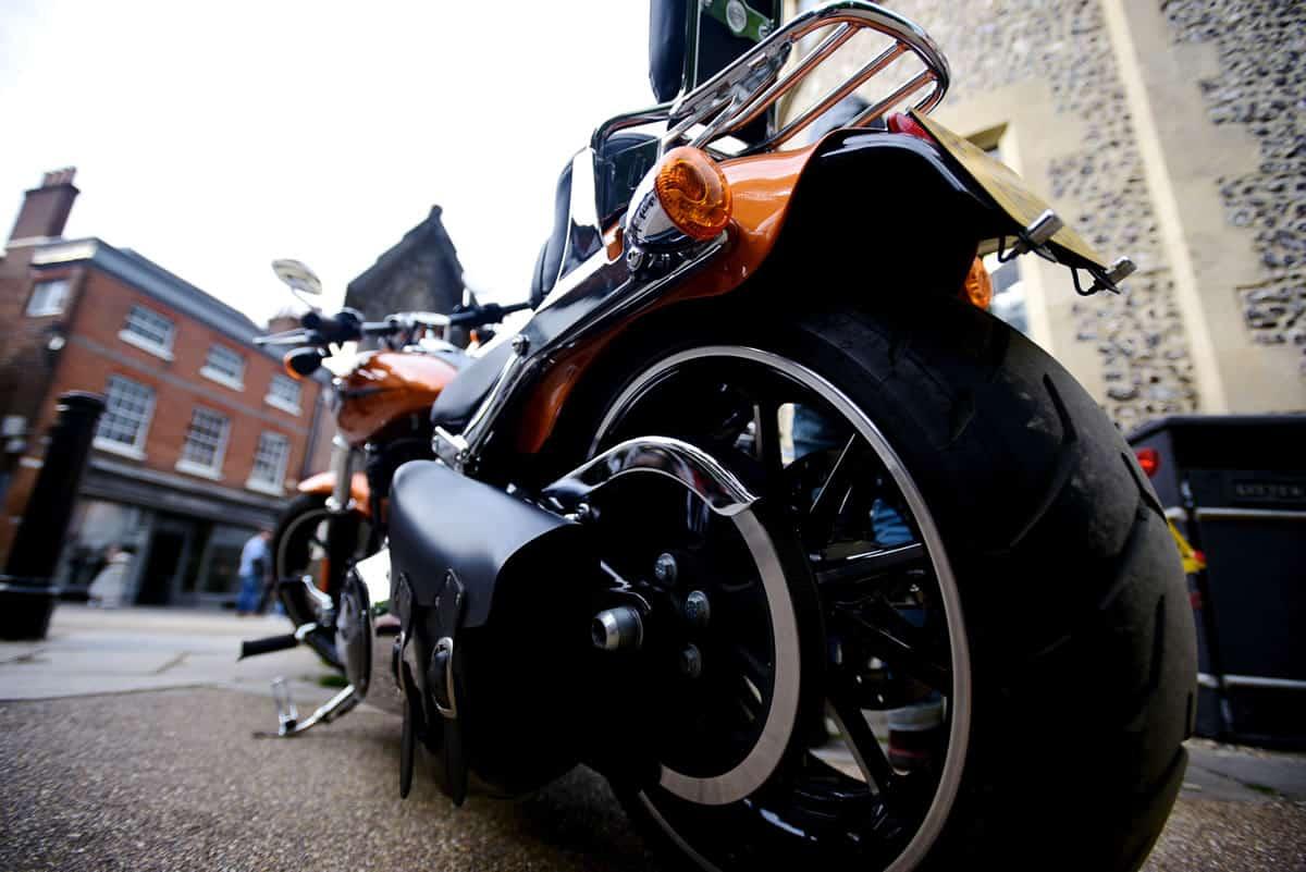 moto dourada